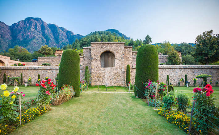 Captivating Srinagar Tour Package From Chandigarh
