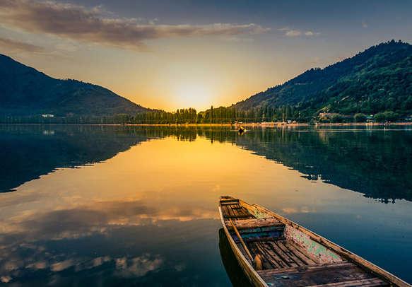 Beautiful view of sunset in Dal Lake