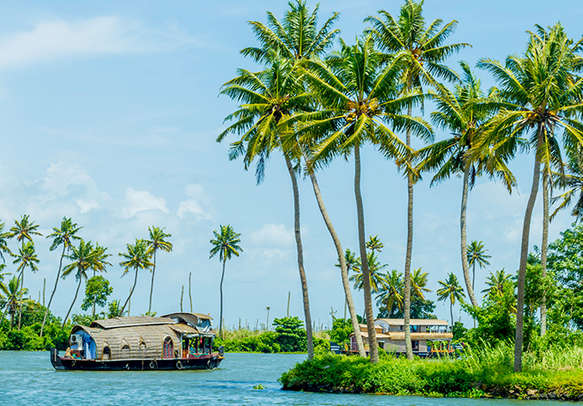 Enjoy a soothing houseboat experience in Alleppey