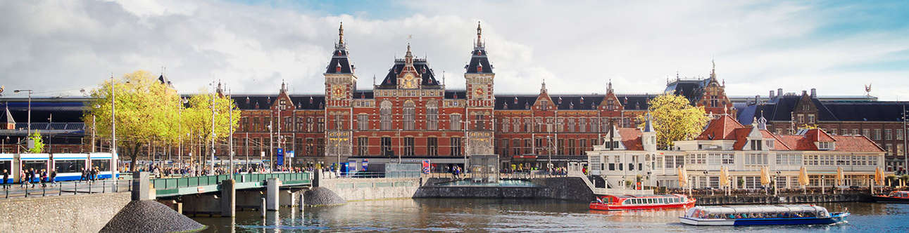 Get a chance to explore the Amsterdam-Centraal-Station