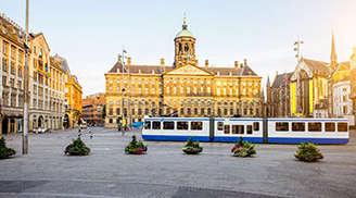 See the beautiful palace of Amsterdam