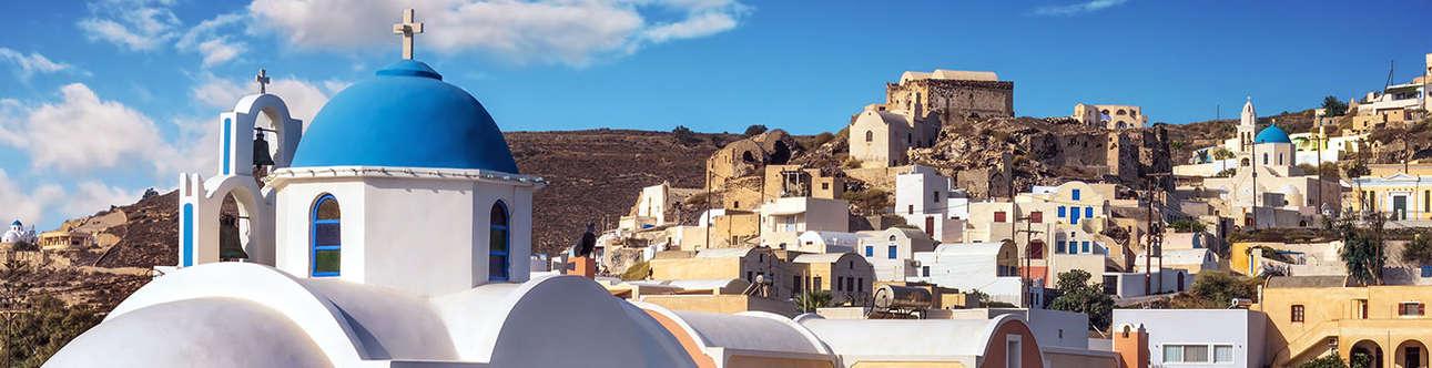 Visit the Akrotiri in Santorini