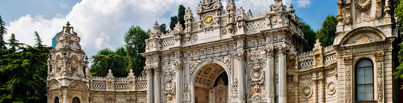 Visit the amazing Dolmabache palace in Istanbul