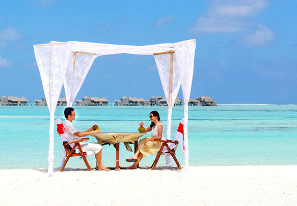Relish scenic pleasures together in your honeymoon in Maldives