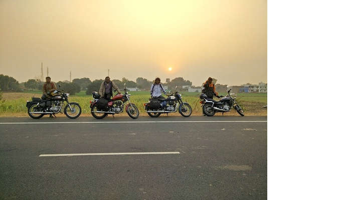 Sundar and his friends taking a bike trip from Kanyakumari to Kashmir