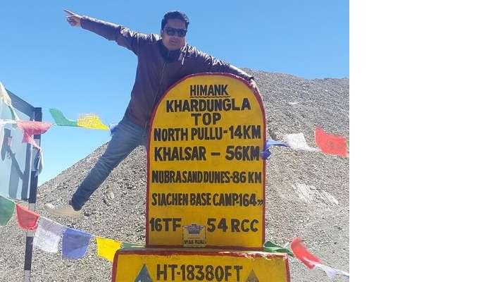 Vishal on top of a pillar in Khardungla Pass