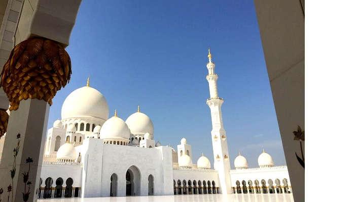 The beautiful mosque of Abu Dhabi