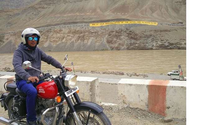 ninad biking away in ladakh