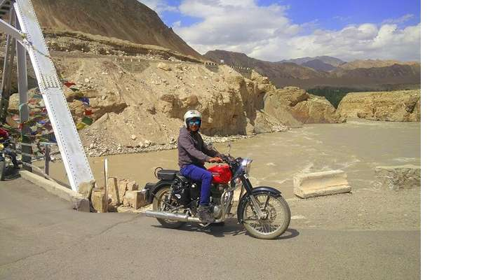 ninad riding bike in ladakh