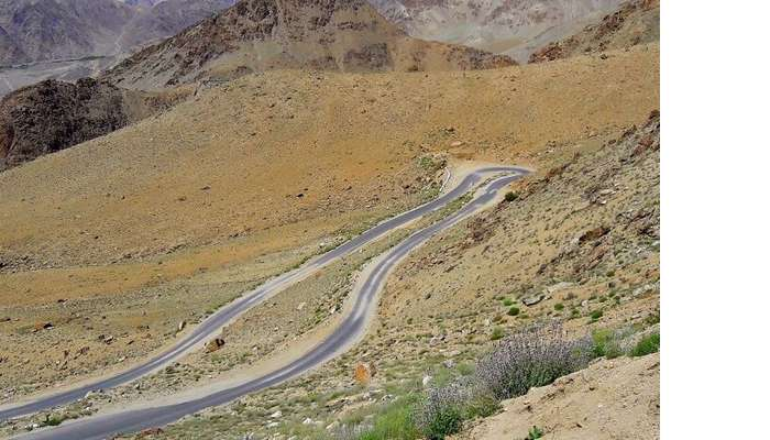 ninad views of ladakh road