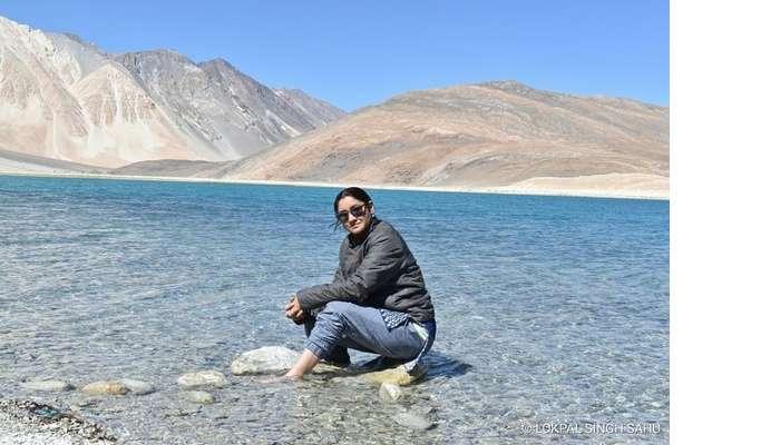 Lokpal romantic trip to Ladakh: sitting near Pangong tso lake