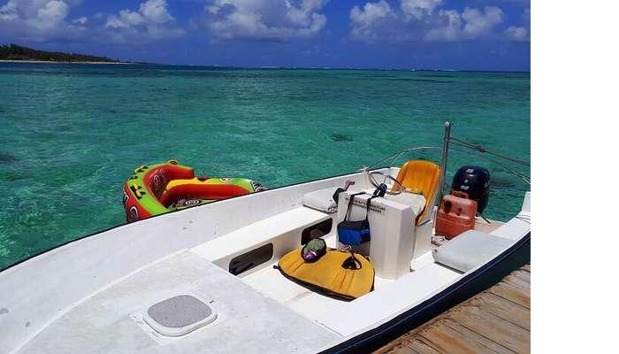 Himanshu honeymoon trip to Mauritius: speedboat