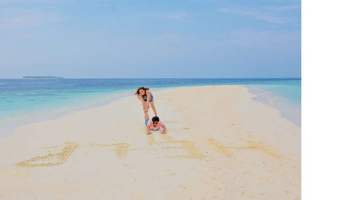 ankit wadhwa maldives honeymoon: photoshoot beach draw