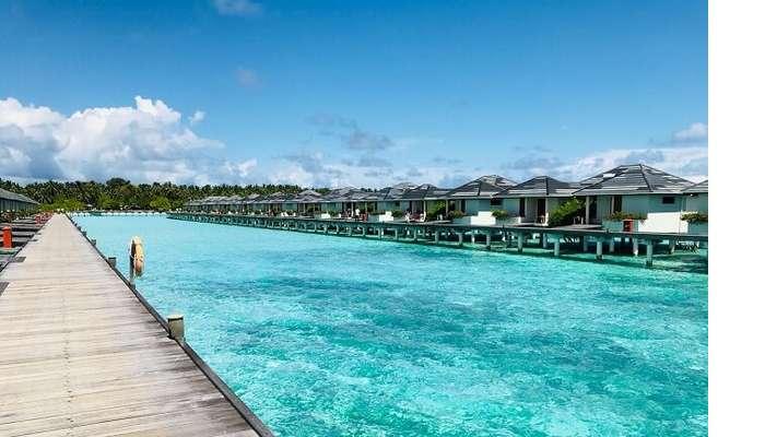 water villas in line at sun island
