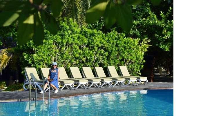 sushmita maldives honeymoon: day 1 pool