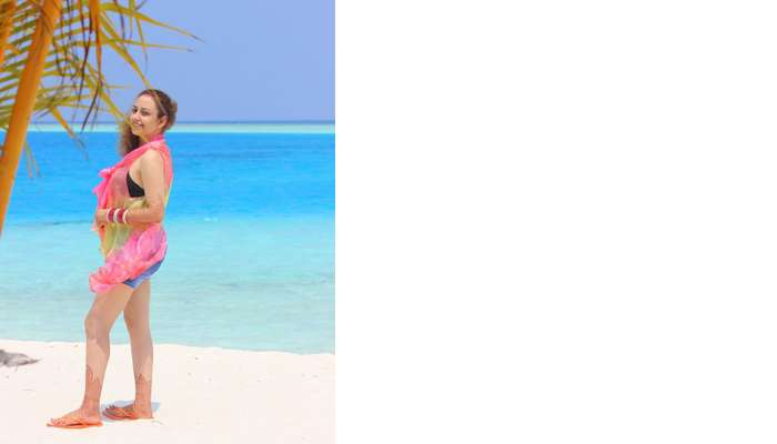 ankit wadhwa maldives honeymoon: posing on beach