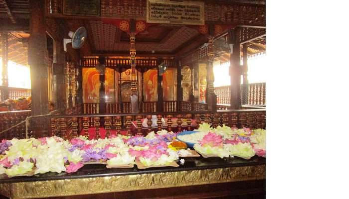Kandy_tooth_Temple