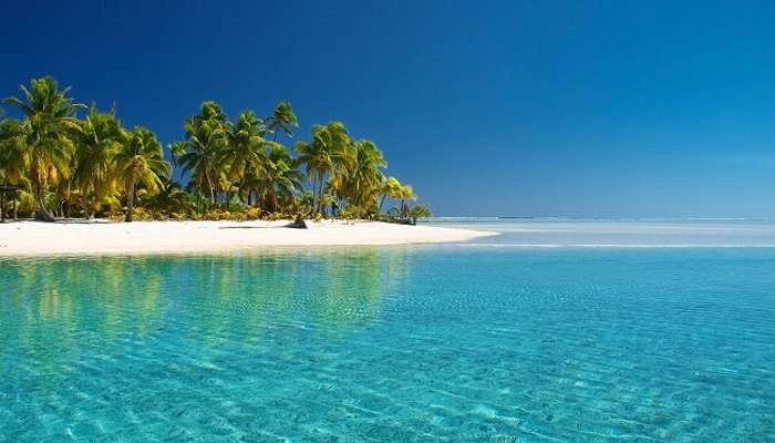 Cook Adaları'nda parıldayan su
