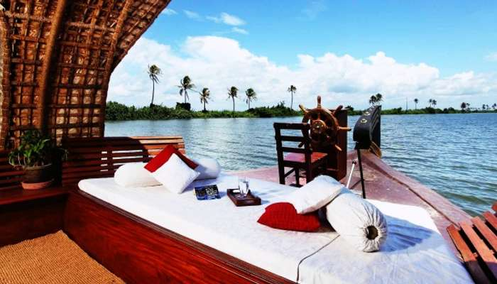 Alleppey backwaters and houseboat cruises make a great place for romantic getaway.