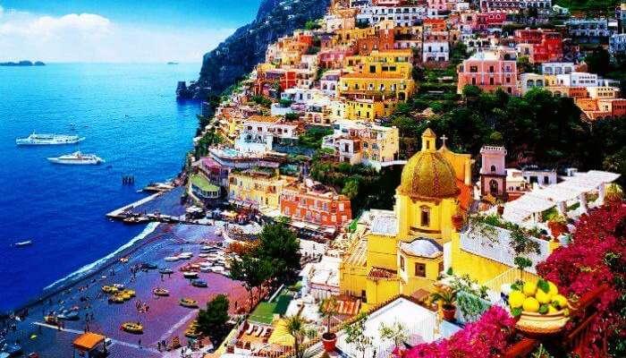 Amalfi sahilinin muhteşem renkli manzaraları