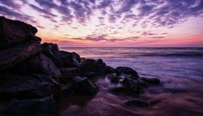 Sri Lanka'daki Negombo sahilinde gün batımı