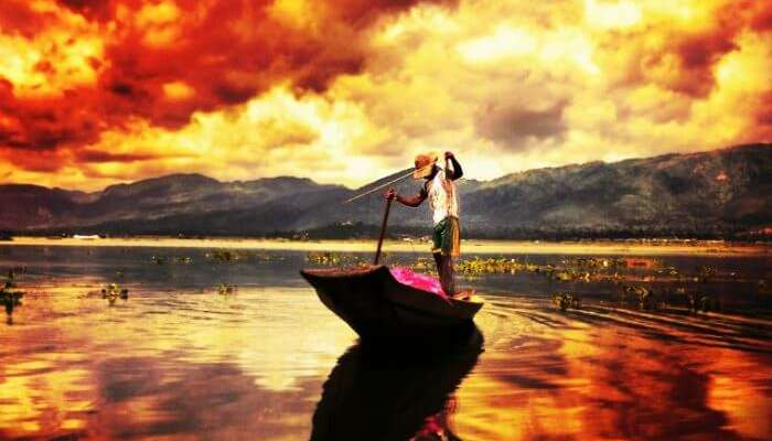 Myanmar'daki Inle Gölü'nde muhteşem gün batımı manzarası