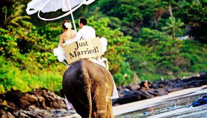 Dünyada yeni evli çiftlerin fotoğraf çekimi etrafında balayı