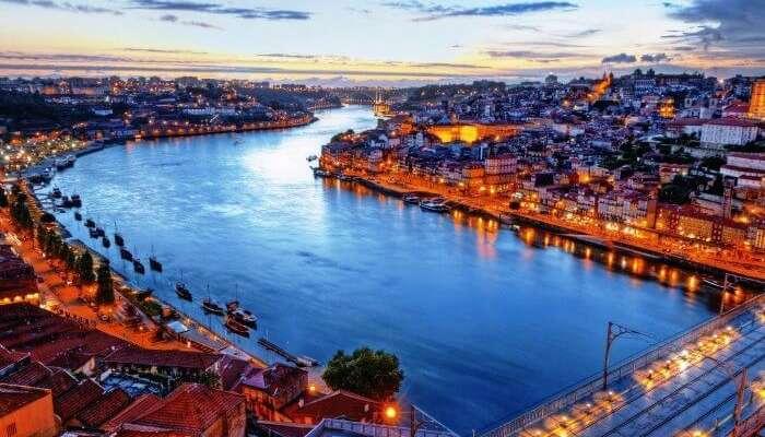 Portekiz Lizbon gece görünümü