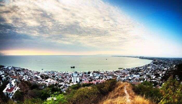 Meksika ufkunun panoramik görüntüsü