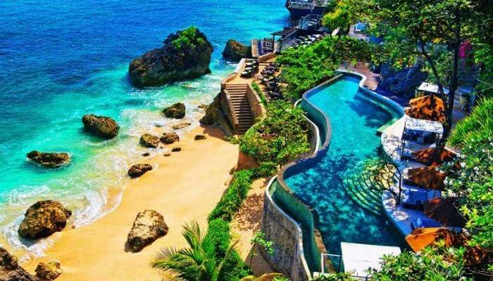 Bali-Endonezya'daki Ayana beldesinin panoramik üstten görünümü