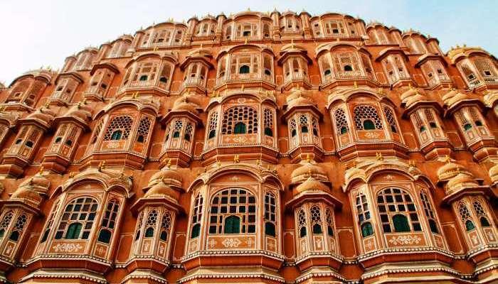 Don't miss Hawa Mahal while sightseeing in Jaipur