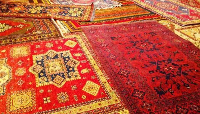 The rug market of Ottomania