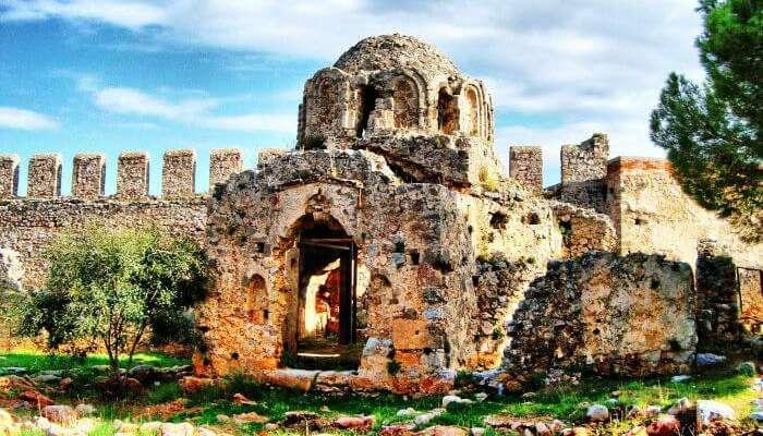 Алания замок является одним из самых известных исторических мест в Турции