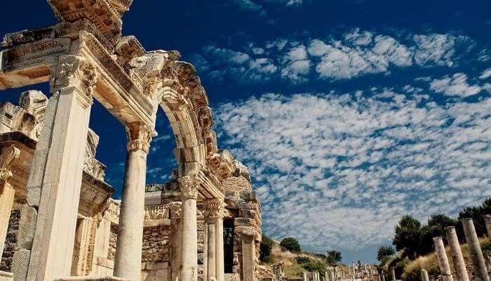 Остатки храма Хариана в Эфесе