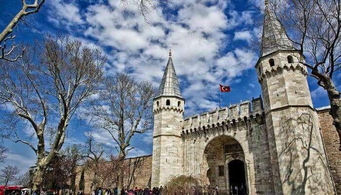 Дворец Топкапы является одним из самых известных исторических памятников Турции.