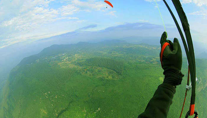 11 Spots for Paragliding In India For an Adventurous Holiday