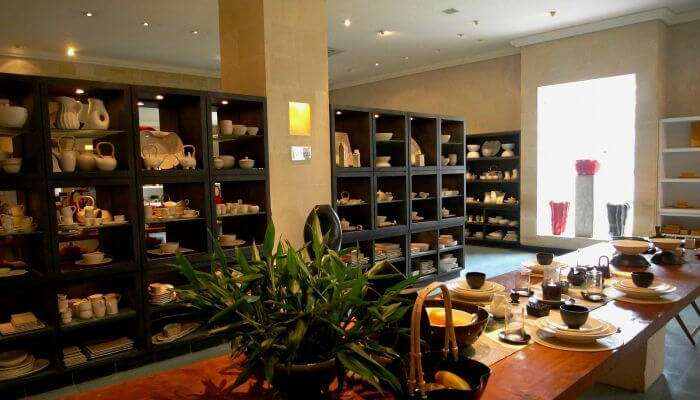 Jenggala Keramik is an exclusive shopping center in Bali for ceramics and tableware