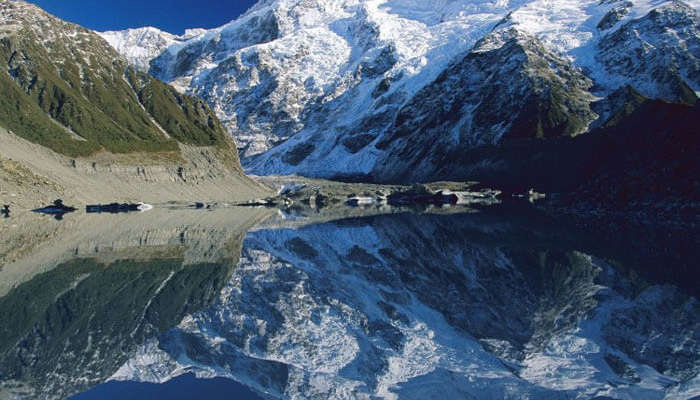 The breathtakingly beautiful Mount Cook National Park is one of the stunning tourist places in New Zealand