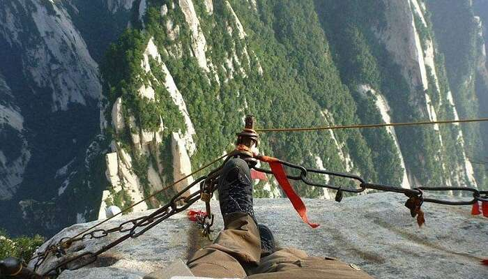The dizzying display of height of Mount Huashan