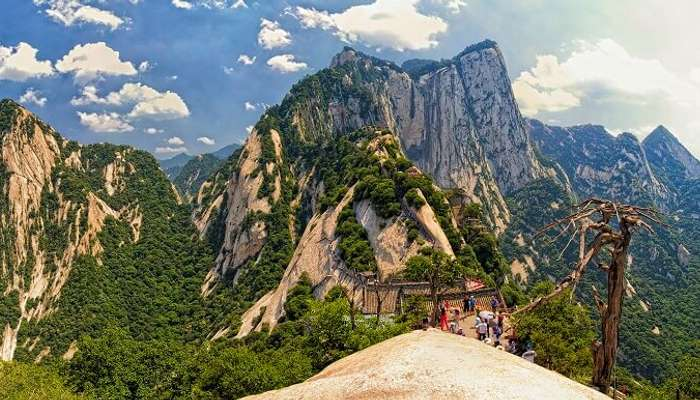 The dangerous blend of beauty with fear – Mount Huashan