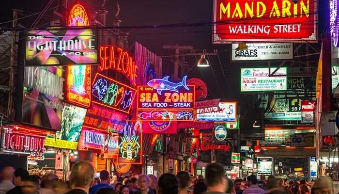 The happening nightlife of Pattaya with its bars & pubs