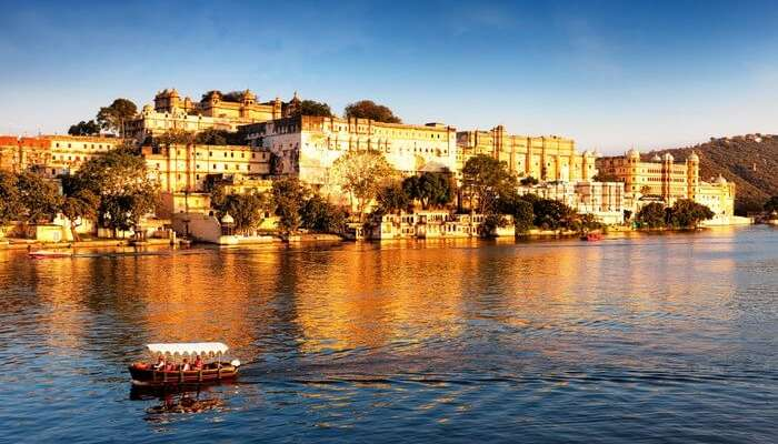 The beautiful Fateh Sagar Lake is among the most popular tourist attractions in Udaipur
