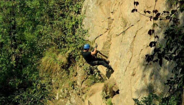 Test your strength with rappelling in Mashobra