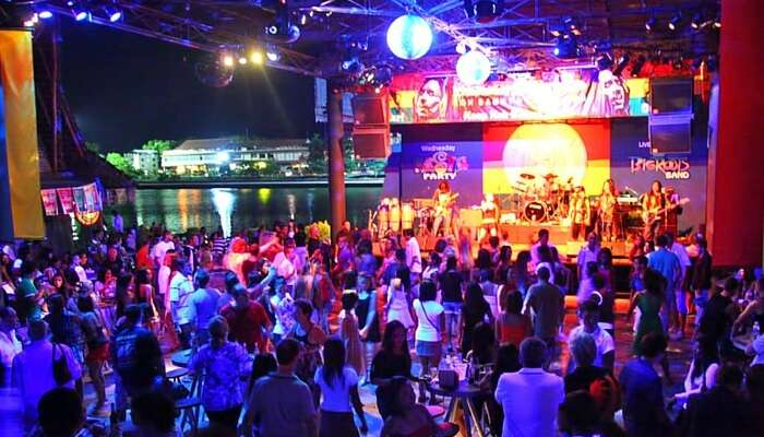 People dancing to some foot-tapping music at Soi Reggae that is a wonderful place to enjoy nightlife in Koh Samui