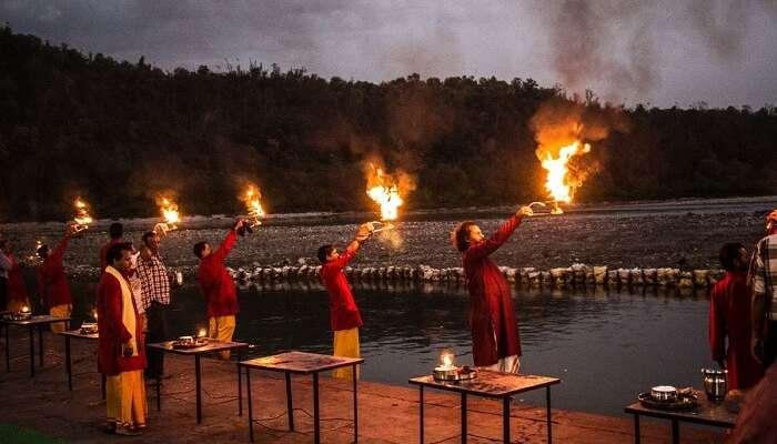 Priests performing aarti at the Triveni Ghat.