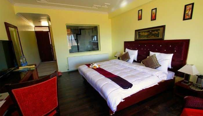 Cozy room in Hotel Ladakh Palace