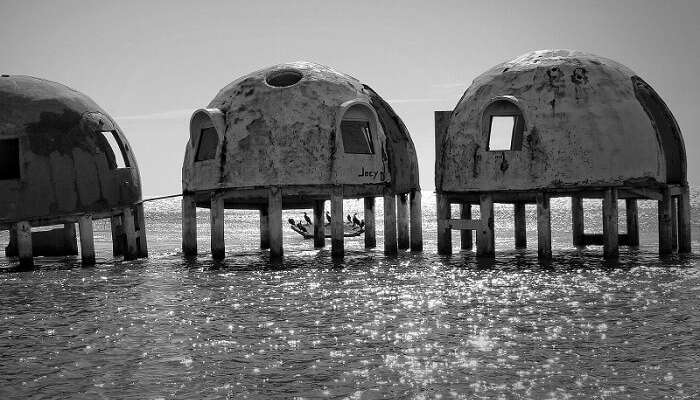 The spooky looking Dome Homes in Florida
