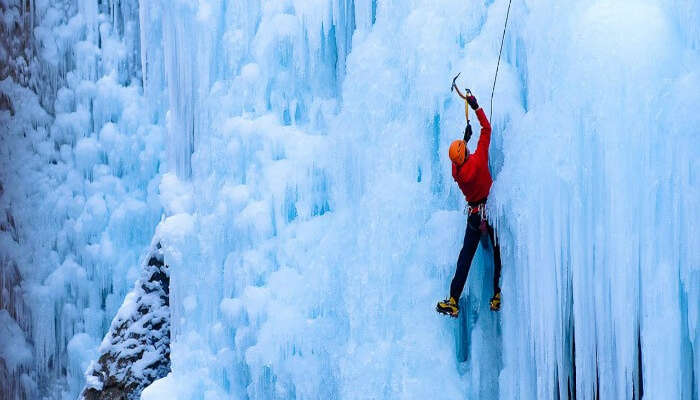 Go Ice Climbing in Manali and climb its treacherous ice formations