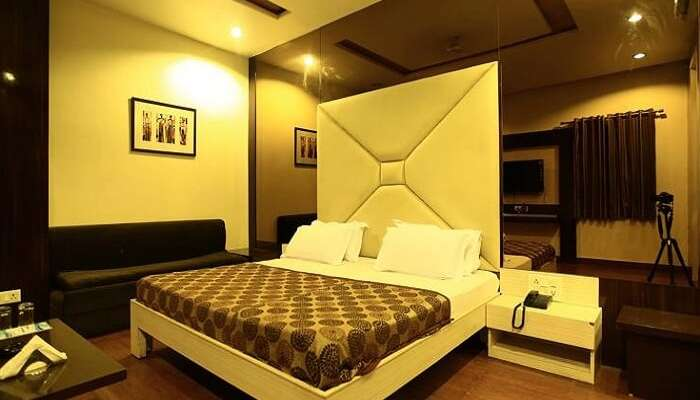 A contemporary room at the Hotel Harmony in Ajmer