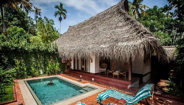 Pool and cottage in Marari Beach Resort